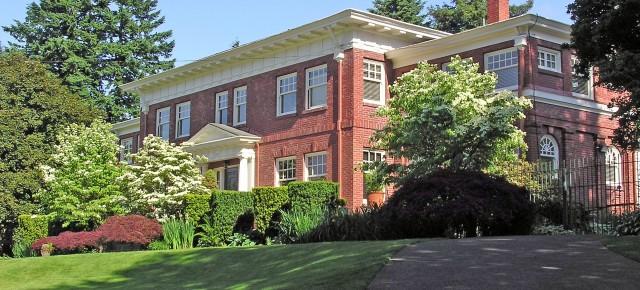 The H.R. Albee House: A 1912 Portland Estate