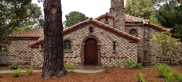 The Arts & Crafts Cottages of Carmel and the Monterey Peninsula