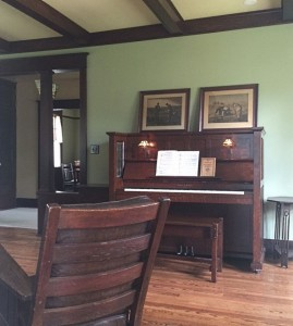 antique-piano-ac-piano-crop